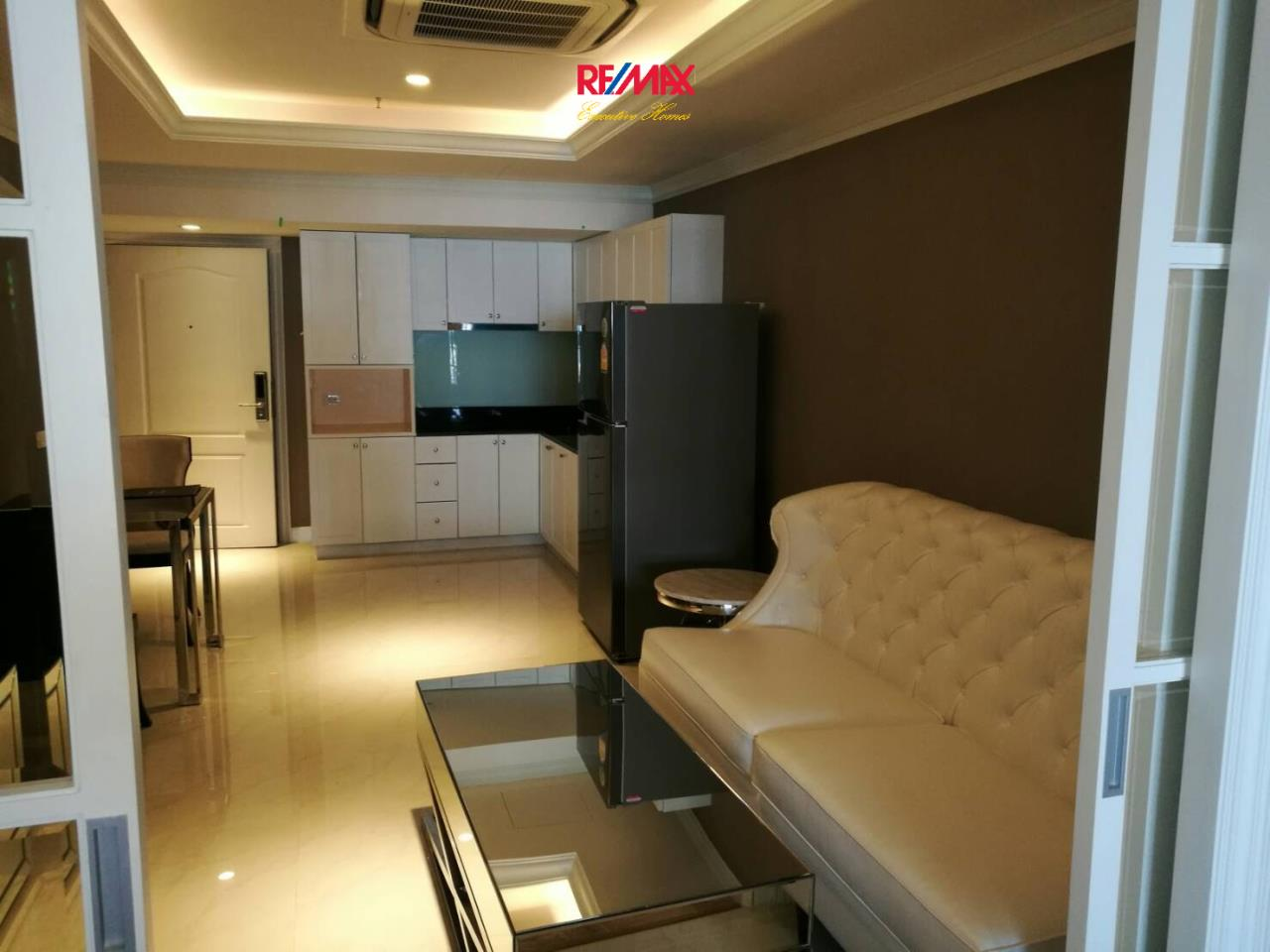 RE/MAX Executive Homes Agency's Spacious Studio type Bedroom for Sale State Tower Silom 1