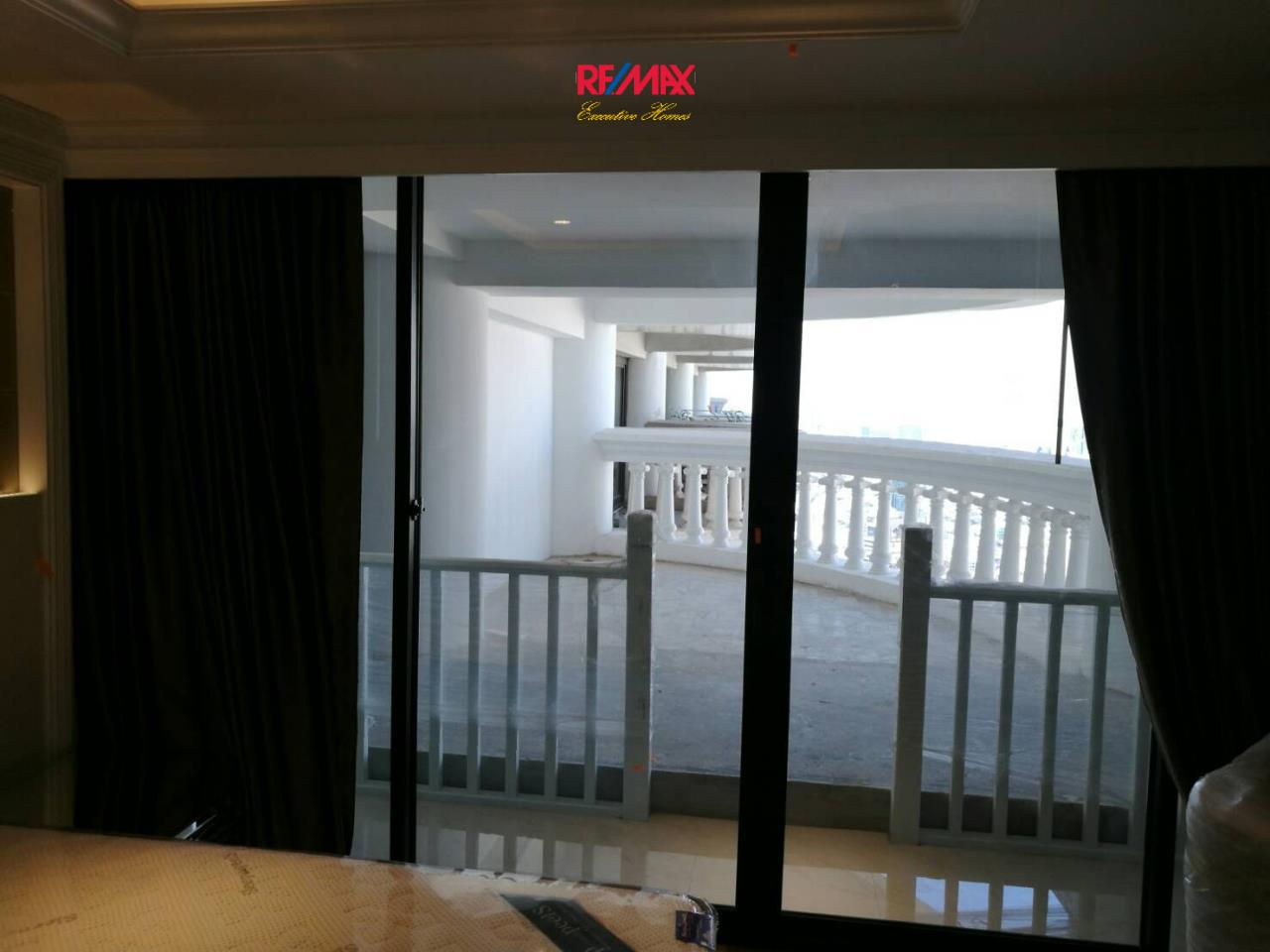 RE/MAX Executive Homes Agency's Spacious Studio type Bedroom for Sale State Tower Silom 5