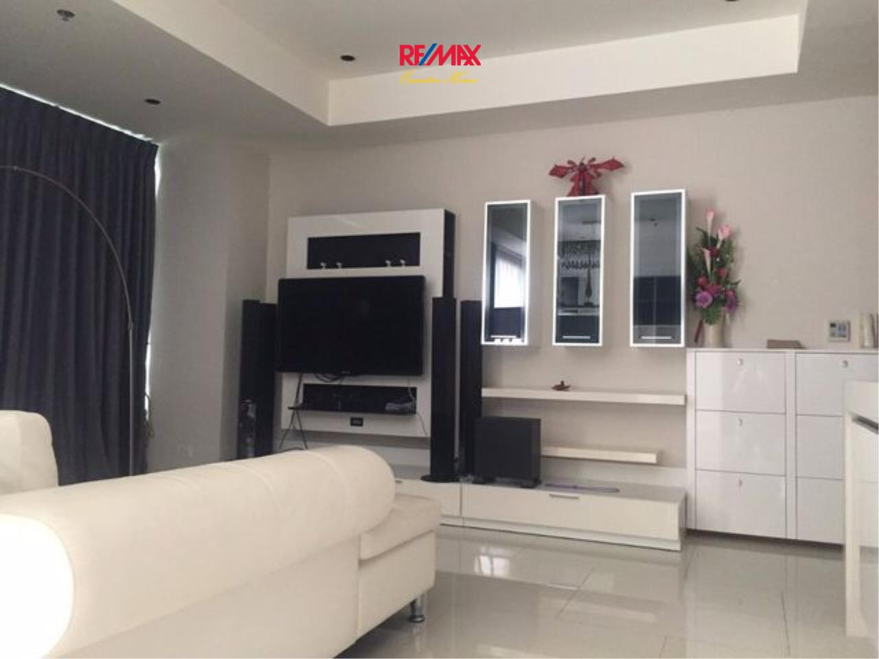 RE/MAX Executive Homes Agency's Spacious 2 Bedroom for Rent and Sale Emporio Place 1