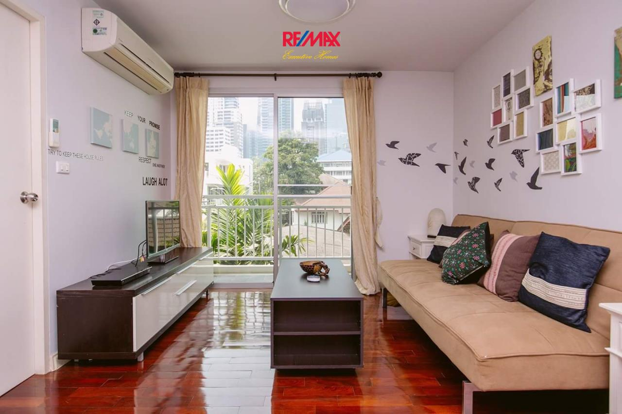 RE/MAX Executive Homes Agency's Spacious 1 Bedroom for Rent 49 Plus 1
