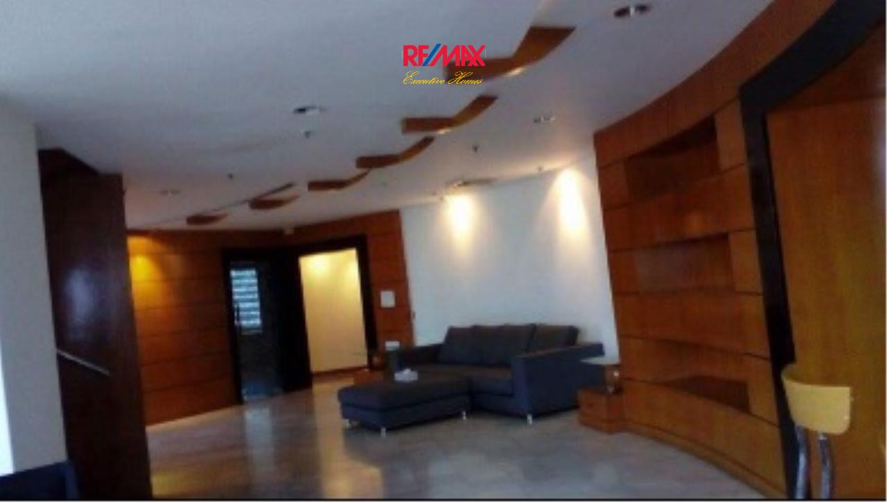 RE/MAX Executive Homes Agency's Spacious 3 Bedroom Duplex for Rent Moon Tower 1