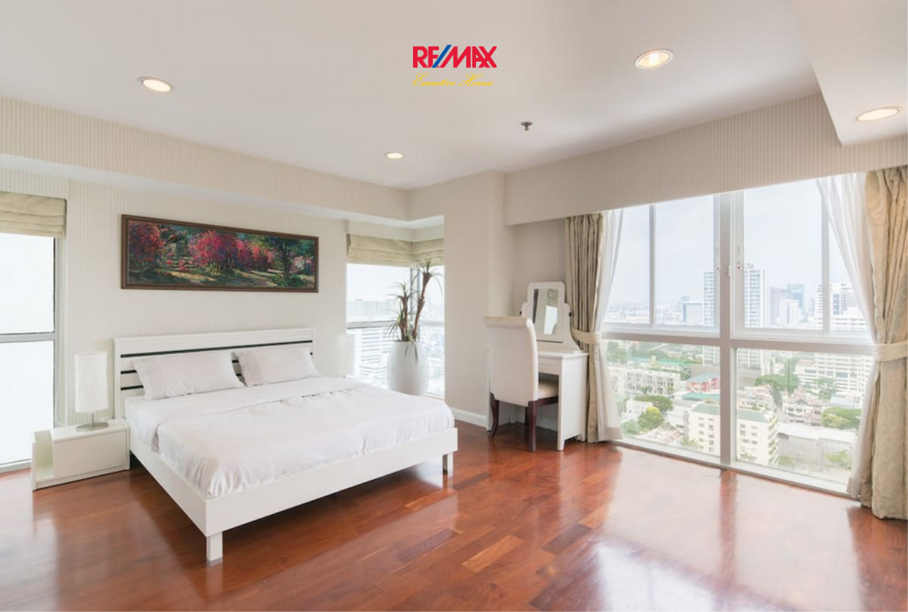 RE/MAX Executive Homes Agency's Spacious 4 Bedroom for Rent Kiarthi Thanee City Mansion 5