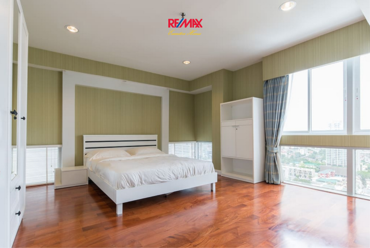 RE/MAX Executive Homes Agency's Spacious 4 Bedroom for Rent Kiarthi Thanee City Mansion 4