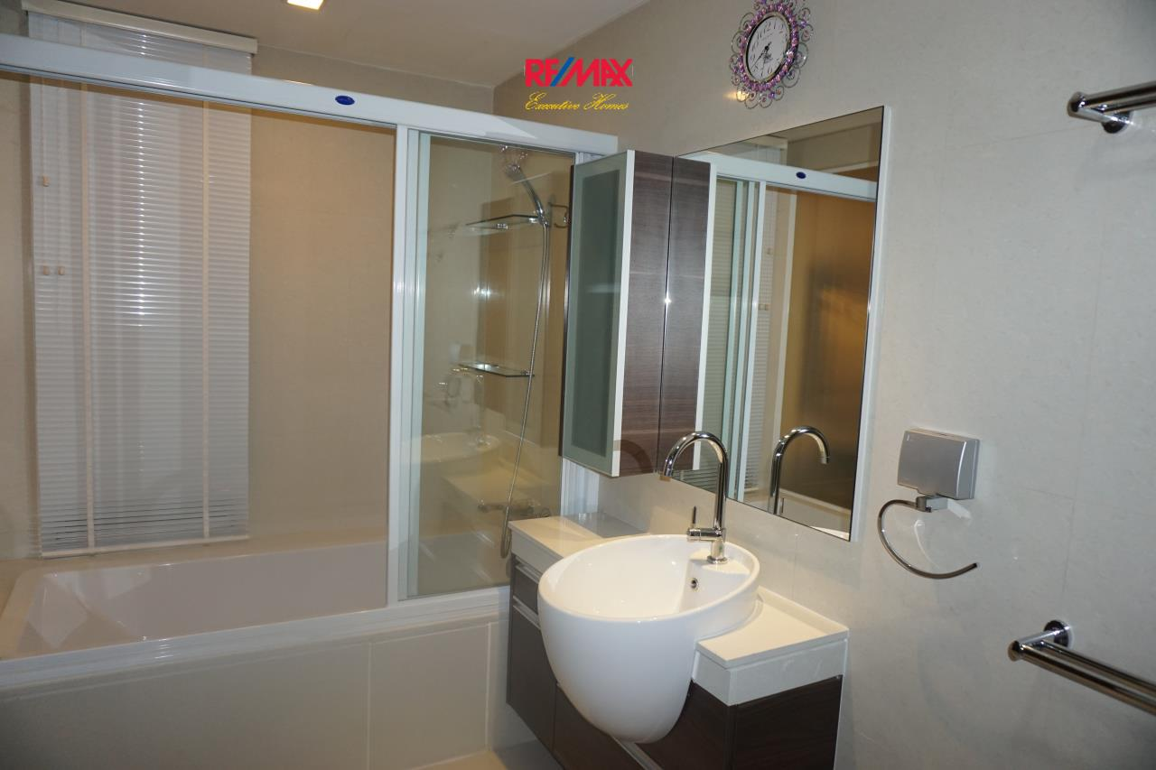RE/MAX Executive Homes Agency's Beautiful 2 Bedroom for Rent Skywalk Condo 4