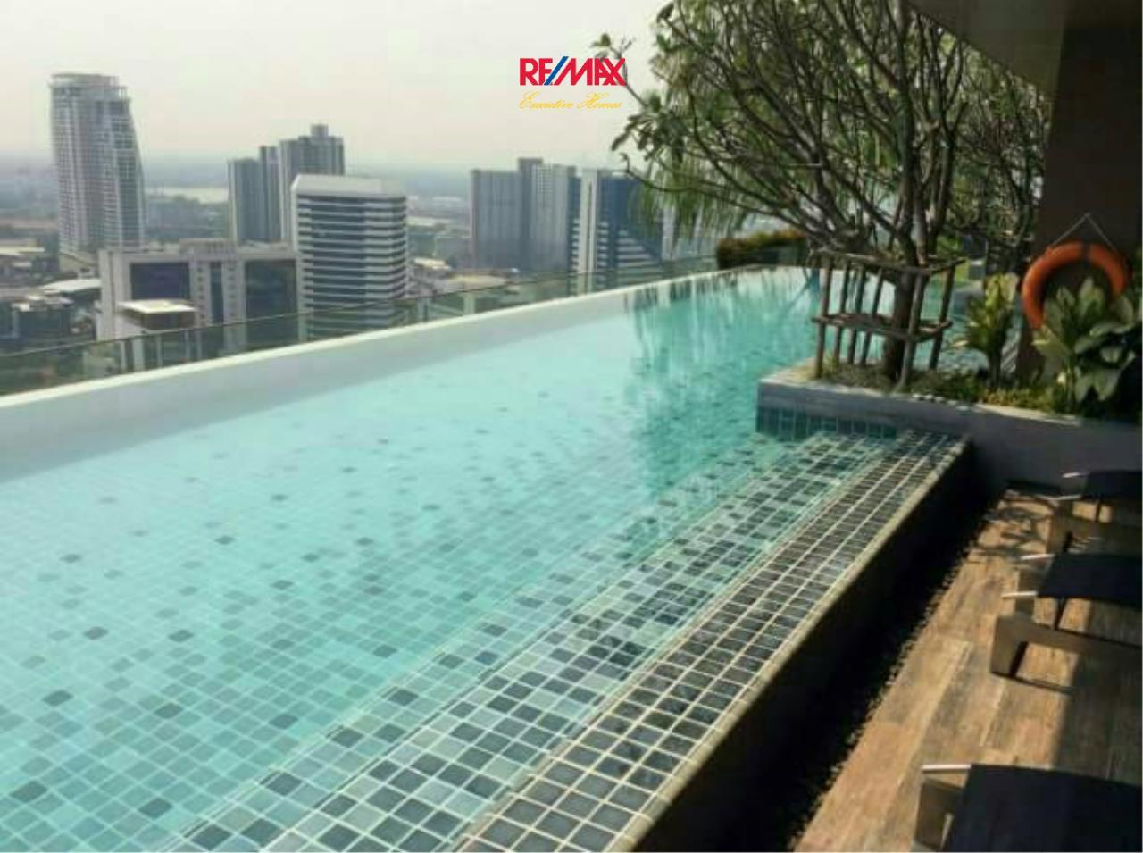 RE/MAX Executive Homes Agency's Cozy Studio type Bedroom for Sale with Tenant Loft Ekamai 5
