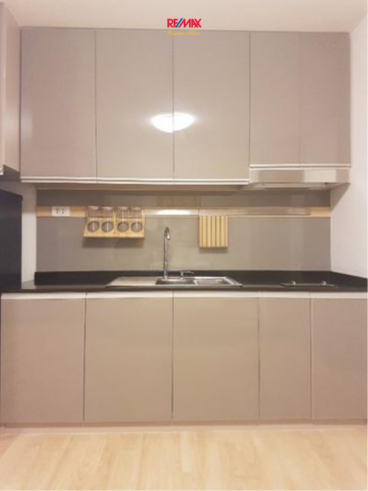 RE/MAX Executive Homes Agency's Newly Renovated 1 Bedroom for Rent Clover Thonglor 7