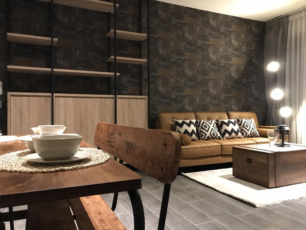 Quality Life Property Agency's S A L E & R E N T !! [ THE LOFTS EKKAMAI ] 2 BR 1 BA 61 Sq.m. 8th floor NICE DECORATION! 3
