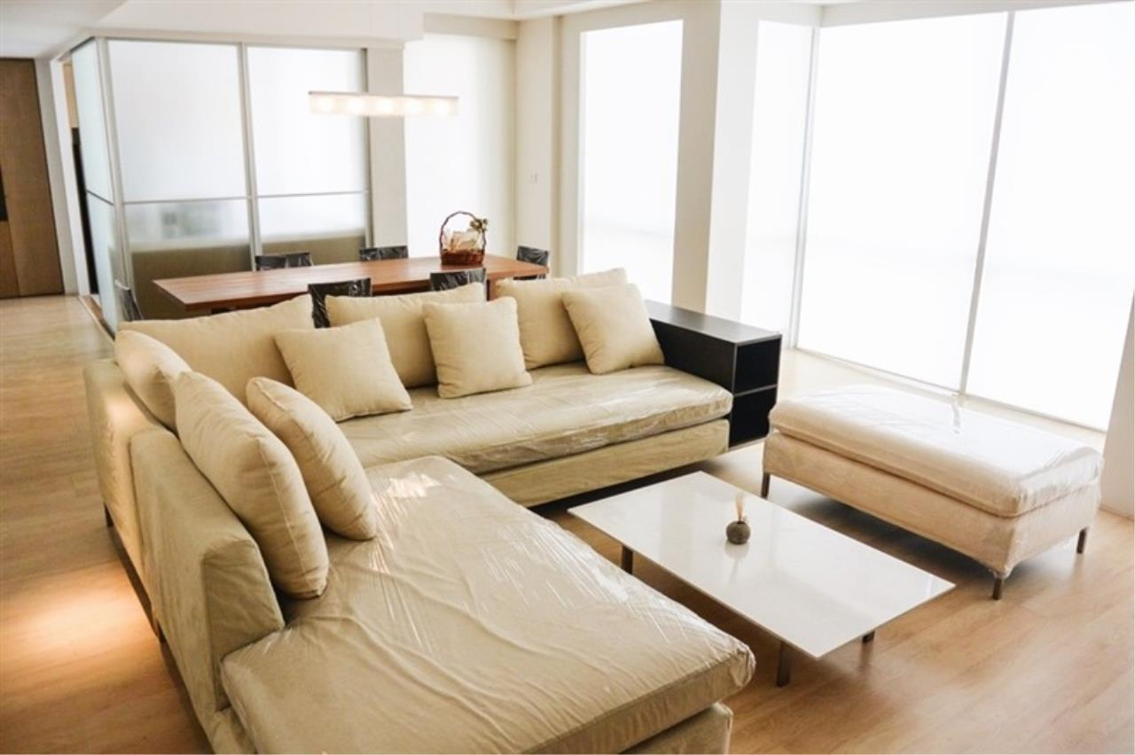 Quality Life Property Agency's ****  S A L E **** LANGSUAN VILLE CONDO IN PLOENCHIT NEAR BTS CHITLOM 300  SQM. 3 BED 7