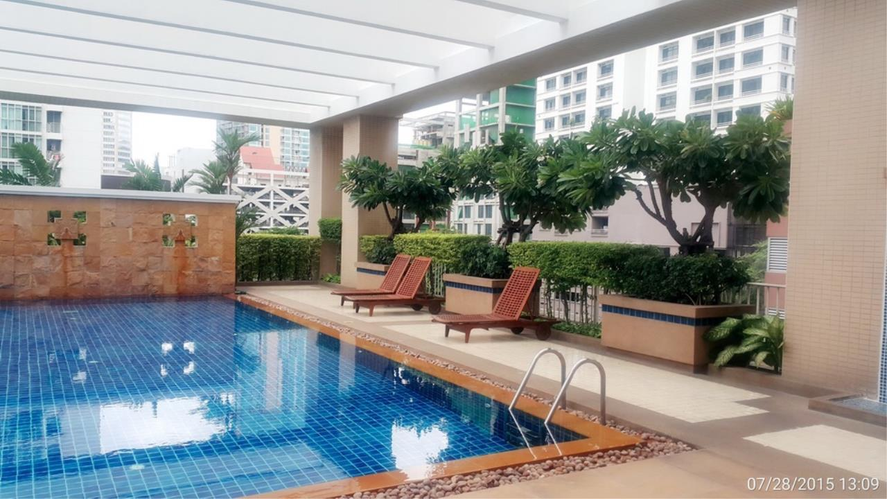 Quality Life Property Agency's ****  S A L E **** LANGSUAN VILLE CONDO IN PLOENCHIT NEAR BTS CHITLOM 300  SQM. 3 BED 9