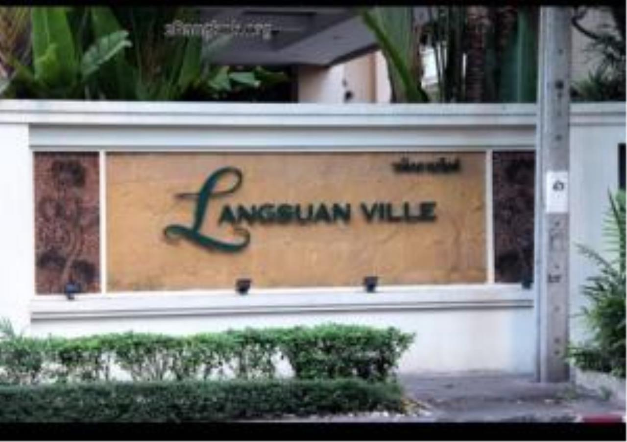 Quality Life Property Agency's ****  S A L E **** LANGSUAN VILLE CONDO IN PLOENCHIT NEAR BTS CHITLOM 300  SQM. 3 BED 12
