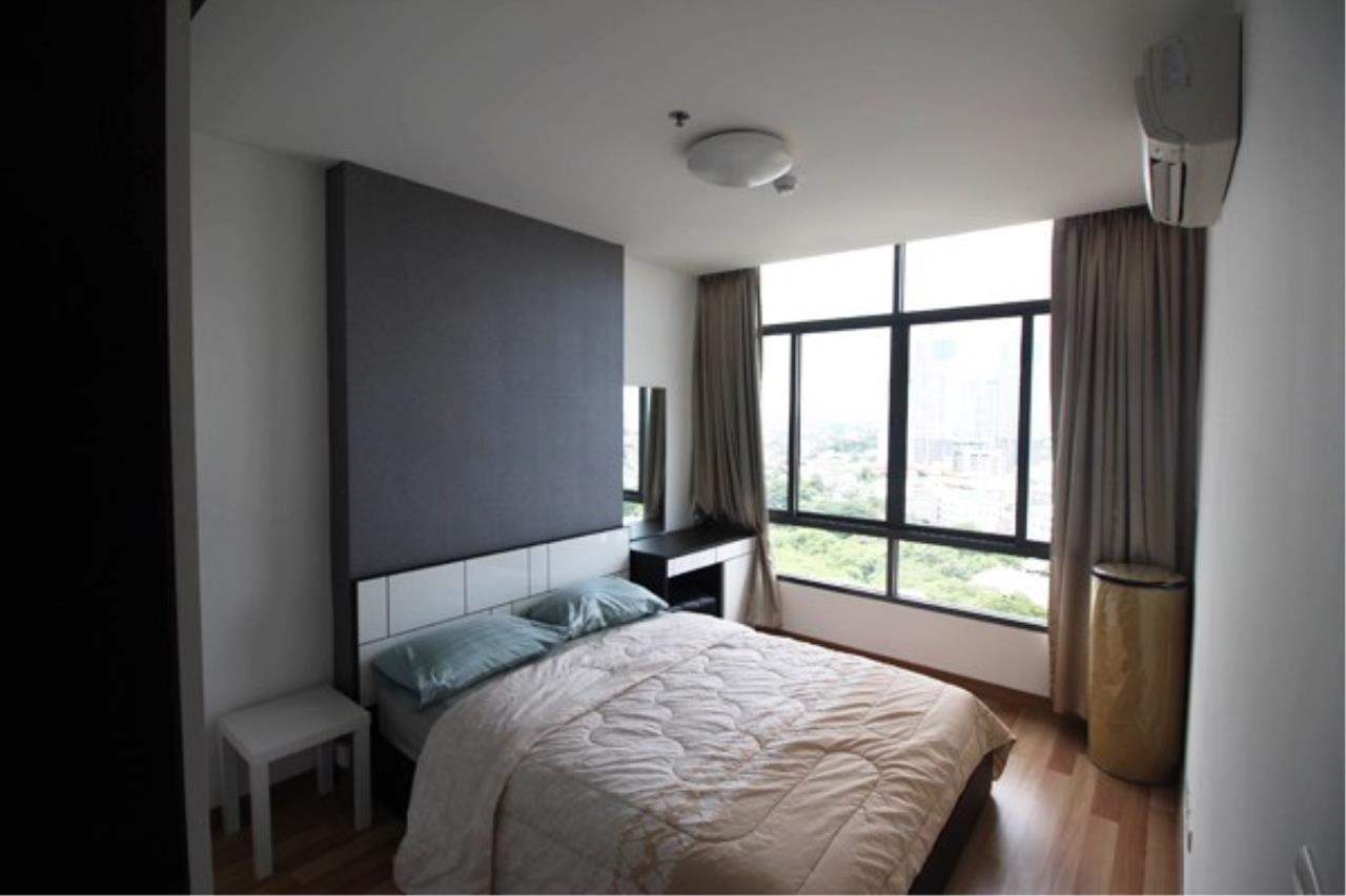 Quality Life Property Agency's *** Sale ****  WITH TENANT ! THE ROOM SUKHUMVIT 62 | 1 BED 1 BATH | 45 SQ. M. 19 FOOR 3