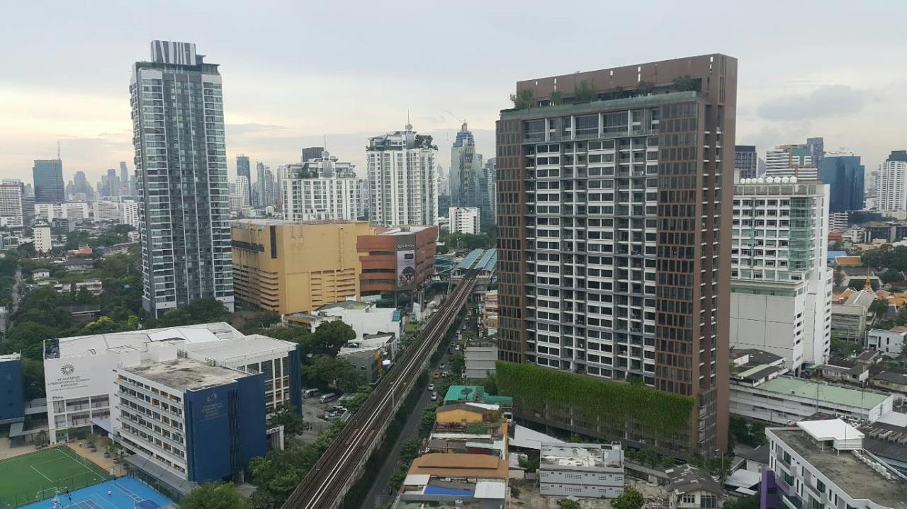 Quality Life Property Agency's For Rent!!! Life @ Sukhumvit  / 2 Badroom / 22 Floor 5