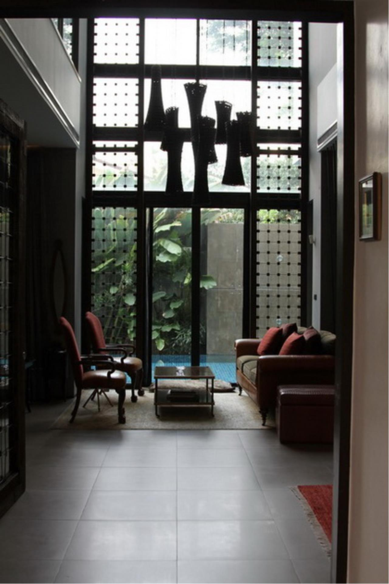 Best BKK Condos Agency's Luxury House with Pool, Phrom Phong - 752 Sq.m (Total area : 1250 Sq.m) - For sale: 270 MB THB 6