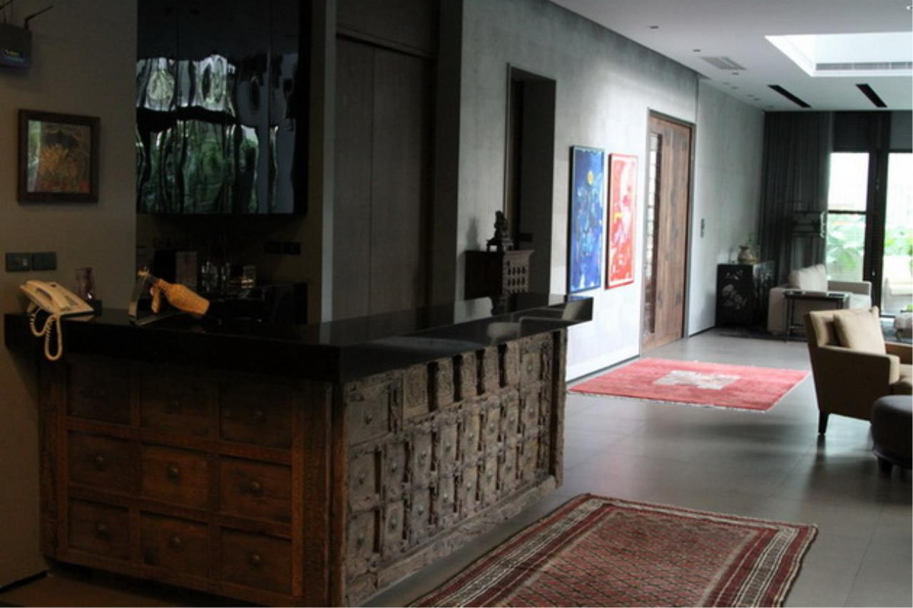 Best BKK Condos Agency's Luxury House with Pool, Phrom Phong - 752 Sq.m (Total area : 1250 Sq.m) - For sale: 270 MB THB 7