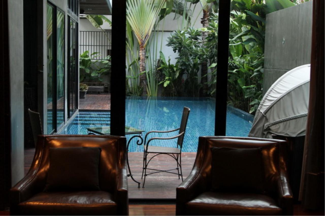 Best BKK Condos Agency's Luxury House with Pool, Phrom Phong - 752 Sq.m (Total area : 1250 Sq.m) - For sale: 270 MB THB 1