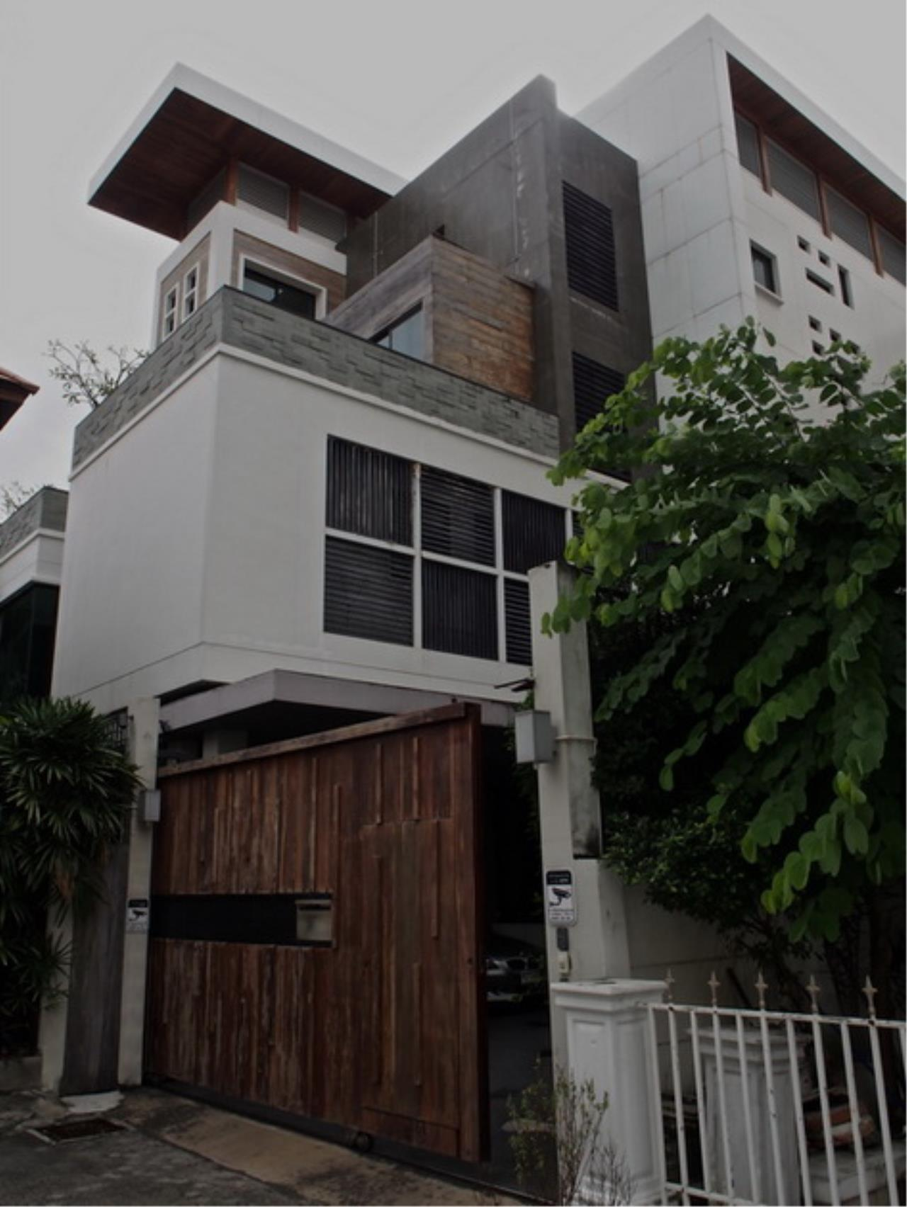 Best BKK Condos Agency's Luxury House with Pool, Phrom Phong - 752 Sq.m (Total area : 1250 Sq.m) - For sale: 270 MB THB 21