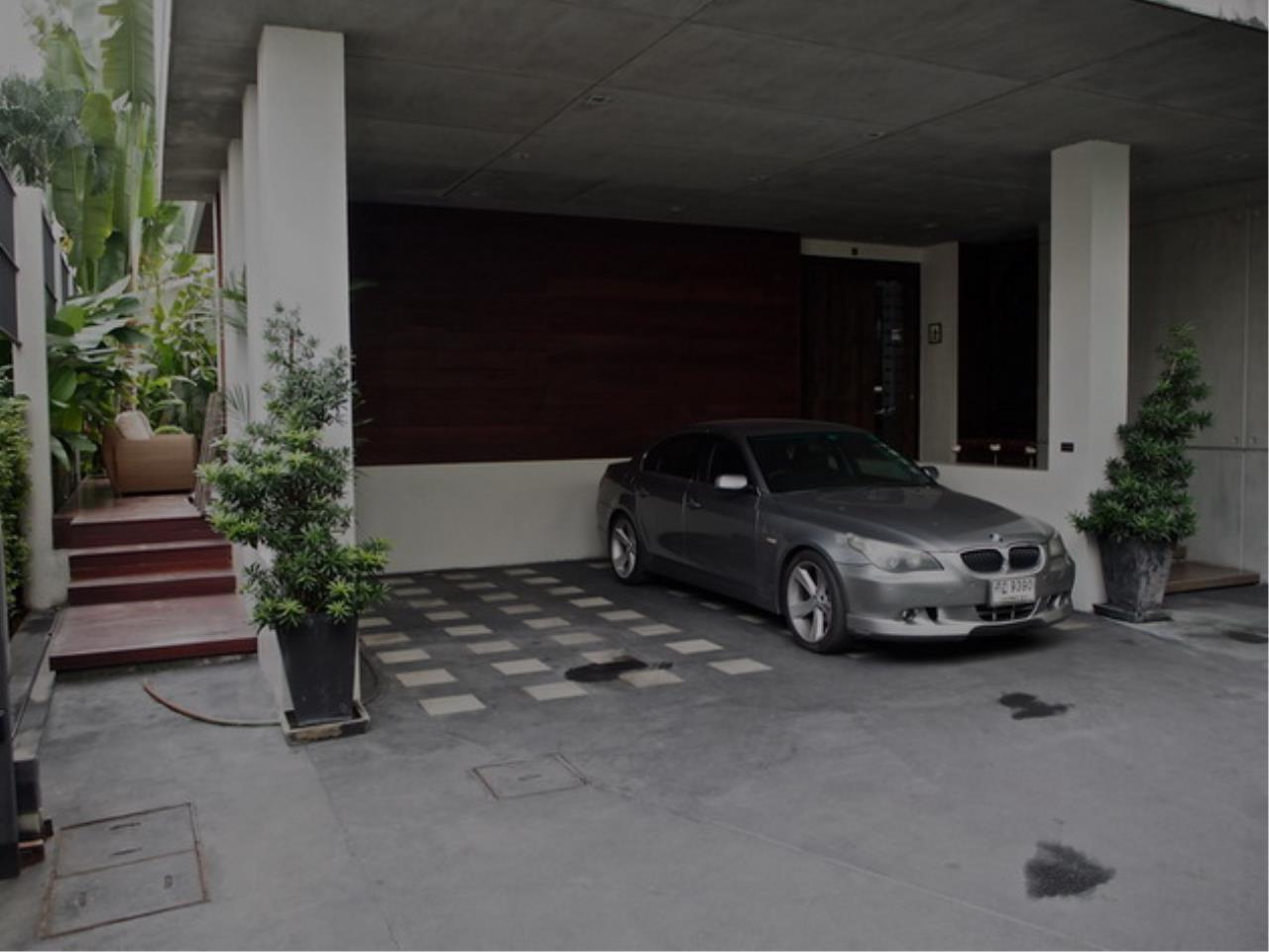 Best BKK Condos Agency's Luxury House with Pool, Phrom Phong - 752 Sq.m (Total area : 1250 Sq.m) - For sale: 270 MB THB 22